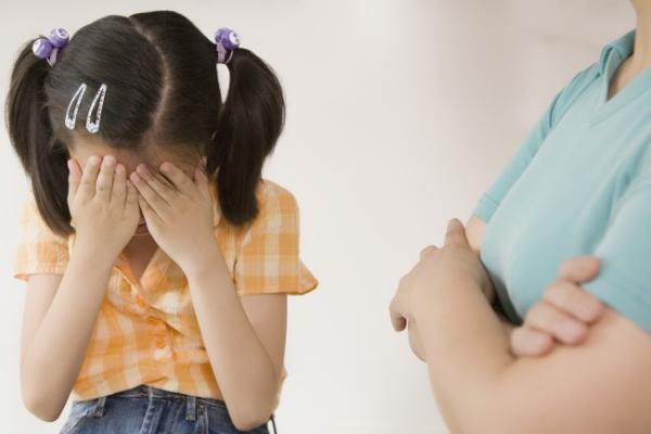 Những câu nói của cha mẹ làm con tổn thương