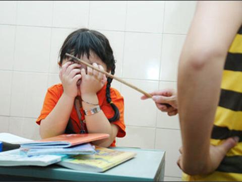 Chấn thương tâm lý khi dùng đòn roi với con